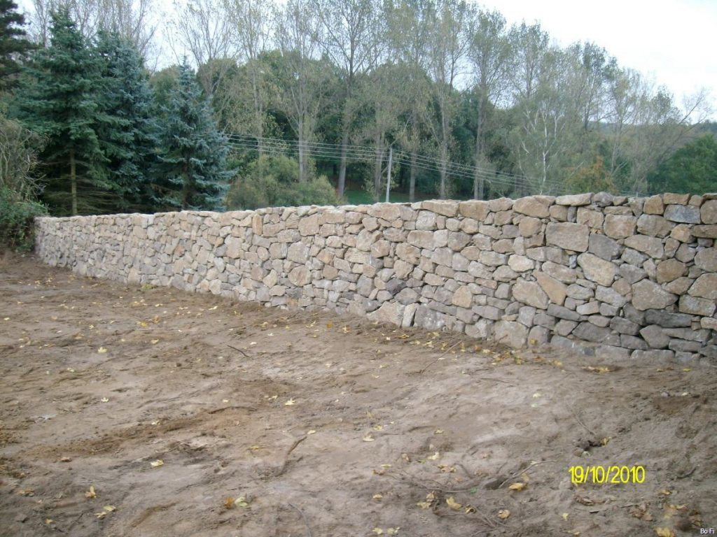 Trockenmauer in Gohlis