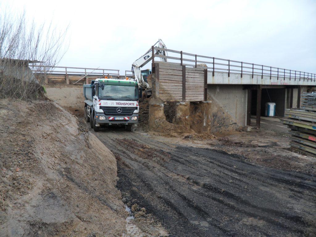 Abriss einer Autobahnbrücke