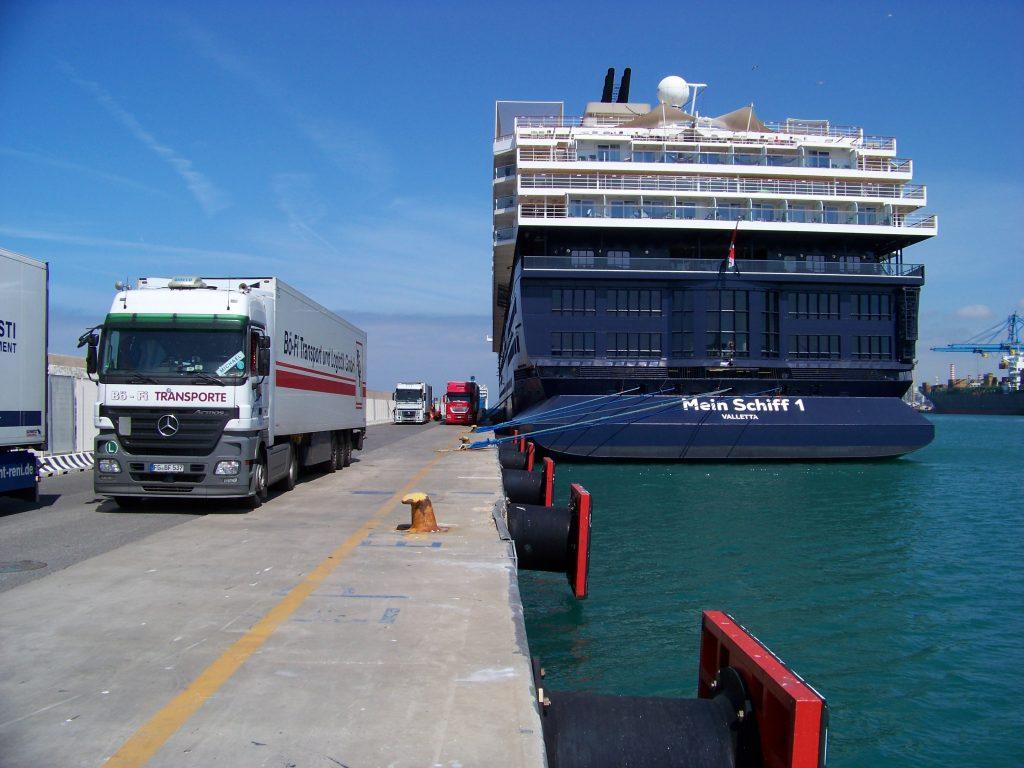 Belieferung von Passagierschiffen mit Lebensmitteln