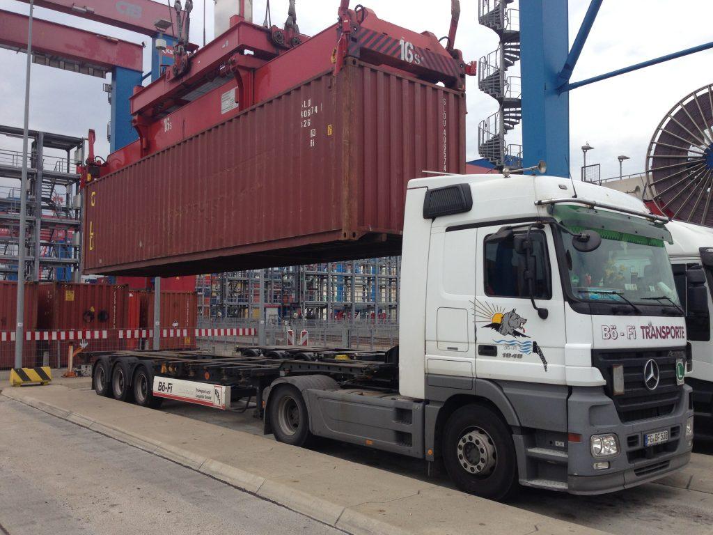 Containeraufnahme im Hafen Hamburg